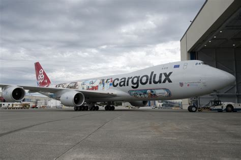 cargolux strengthens pharma product with va q tec container deal air cargo week
