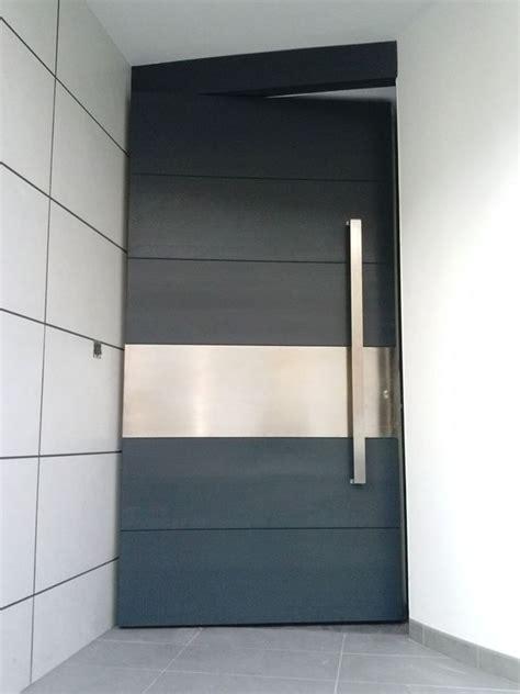 puerta acorazada pivotante roble ceniza  acero de