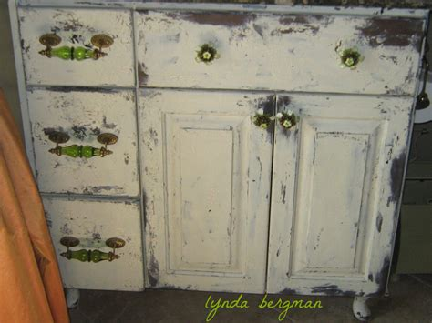 how to paint cabinets to look distressed lynda bergman decorative artisan painting distressing a