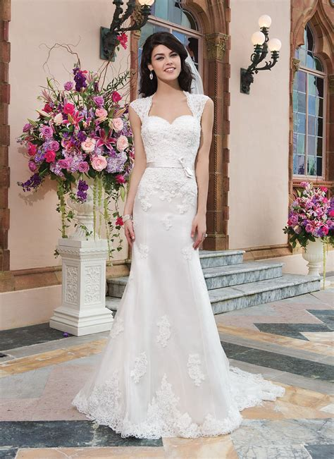 hochzeitskleid queen sincerity brautkleid style 3821 tulle alencon lace fit