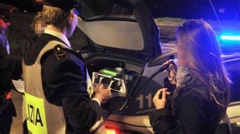ragazze al volante aosta ragazza si mette al volante con un tasso alcolico 7