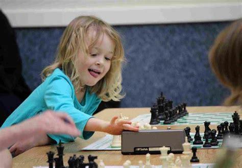 imagenes niños jugando ajedrez ciudad ajedrez