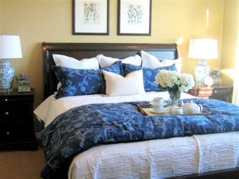 how to place throw pillows on a bed 7 ways to arrange bed pillows welcome to the adored home