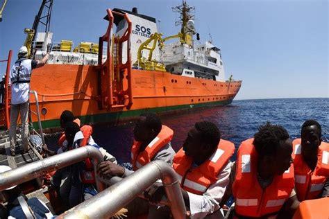 aquarius bateau youtube immigration l aquarius un bateau pour sauver quot ces