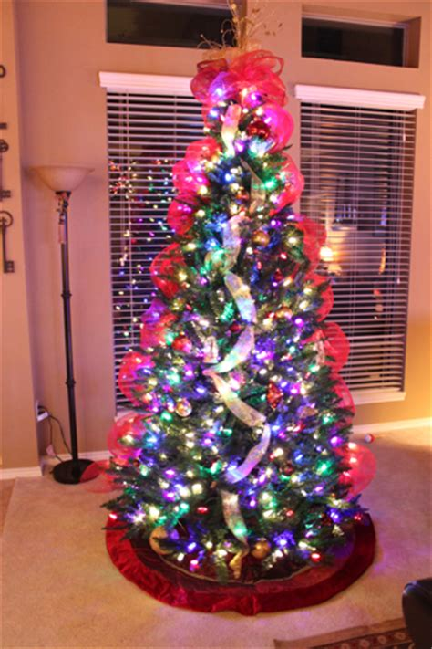 different ways to light a christmas tree ye ole tree s decorchick