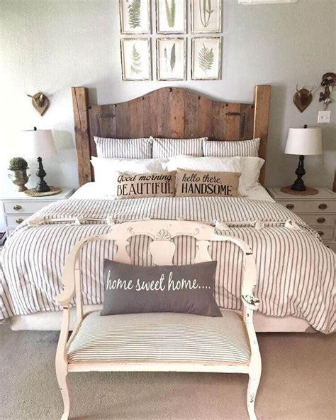 creative ways  decorate rustic farmhouse bedroom