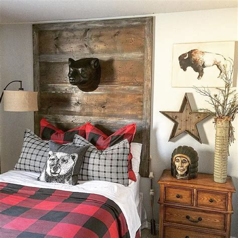 cabin themed bedroom cabin inspired bedroom cabins cing roughing it in