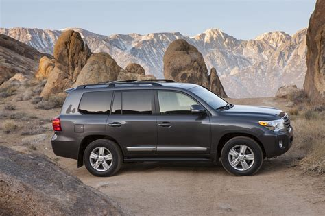 how it works cars 2013 toyota land cruiser regenerative braking 2013 toyota land cruiser reviews and rating motor trend
