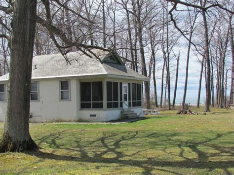 Lake Erie Cottages by Cottage Overlooking Lake Erie With Access To A