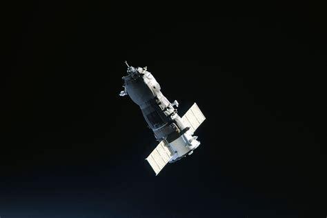 space craft unmanned spacecraft