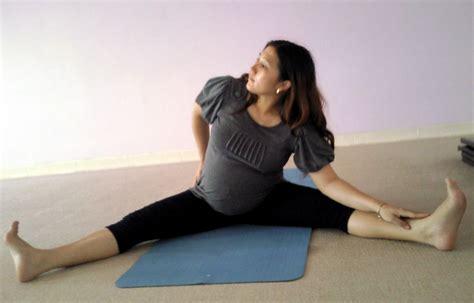 tutorial yoga ibu hamil pentingnya yoga bagi ibu hamil slim yoga center