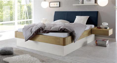 kopfteilbezug bett stauraumbett in eiche massiv auch mit lattenrost majuro