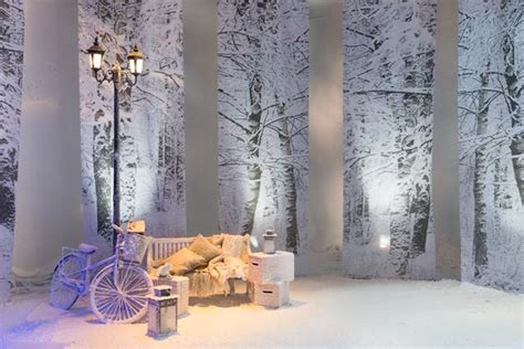 how to use artificial snow in your winter wedding