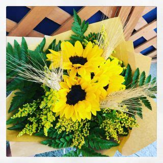fiore con la o bouquet di fiori con girasoli un elenco di varie composizioni
