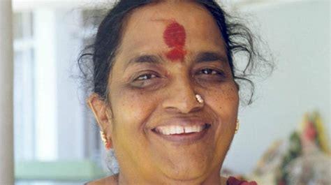 bollywood actor rajkumar died film producer wife of late kannada actor rajkumar