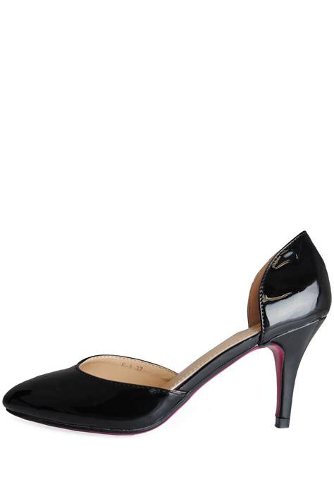 sole city layla mid heel court shoe in black patent