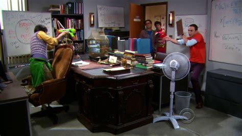 Raj Desk Sheldon Office The Troll Deviation The Big Theory Wiki