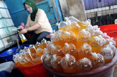 Minyak Goreng Curah Per Jerigen harga minyak goreng curah dipatok rp10 500