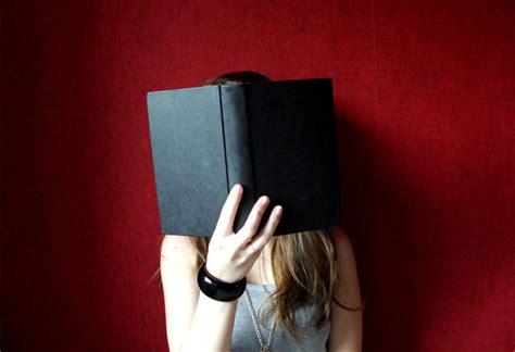 libro la ragazza con la la ragazza che scriveva troppo esci con una ragazza che legge