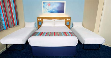 travelodge 29 rooms travelodge is offering 163 29 rooms at its airport hotels throughout 2017 get surrey