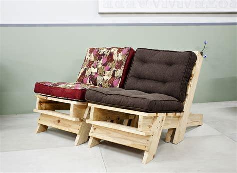 arredare con materiali di riciclo divano pallet ottima soluzione per arredare casa con