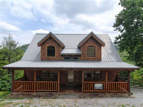3 bedroom cabin rentals in pigeon forge tn mountain sunrise 3 bedroom 2 bathroom cabin rental in