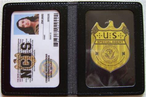 ncis id card template badge en cuir avec carte identification ncis s 233 ries tv