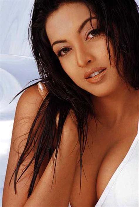 tanushree dutta hot boobs show youtube sexy actress tanushree dutta bikini pictures stills