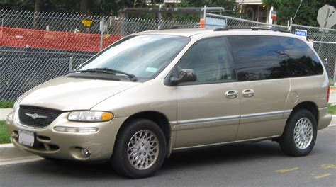 town and country chrysler file chrysler town and country swb 07 09 2009 jpg