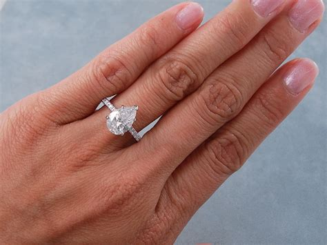 2 25 ctw pear shape engagement ring g si2