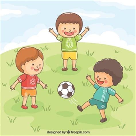 imagenes de niños jugando futbol en caricatura ninos jugando futbol fotos y vectores gratis