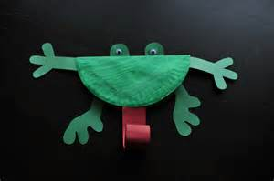 Frog With Paper - preschool frog craft mommyapolis