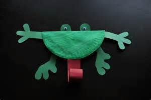 Paper Frog Craft - paper plate frog mommyapolis