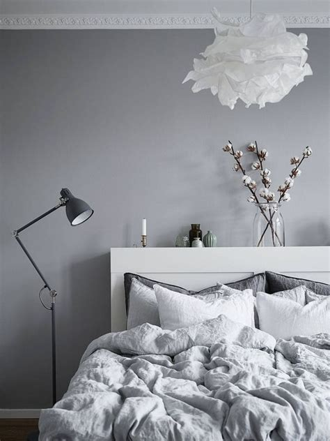 hellgraue wand how to give your bedroom a scandinavian vibe daily