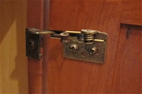 Invisible Kitchen Cabinet Hinges by Better Kitchen Remodeling Hinges On Better Components