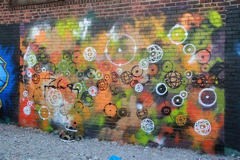 artiste futura futura 2000 le p 232 re du graffiti abstrait