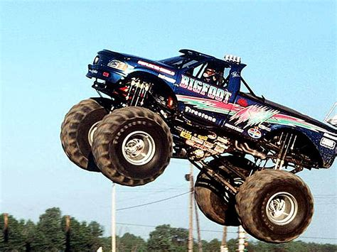 monster truck bigfoot bigfoot monster truck wallpaper