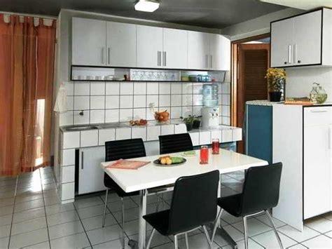 contoh desain dapur sempit jadi satu  ruang makan