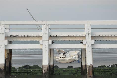 boten nieuwpoort twee boten vast op het strand van nieuwpoort focus en wtv