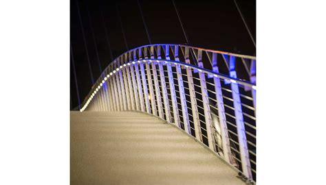 barandilla de un puente soluci 243 n led para la barandilla del nuevo puente peatonal