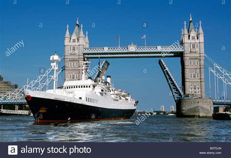 boat going under tower bridge england london tower bridge cruise ship ms endeavour