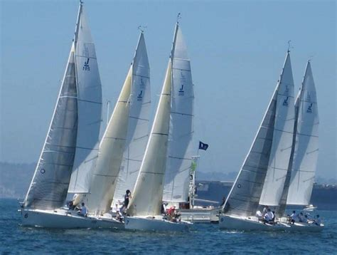 sailboats racing san diego sailing academy