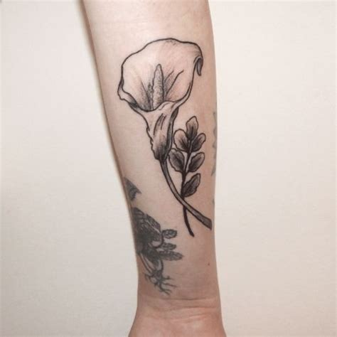 rose and calla lily tattoo best 25 calla tattoos ideas on