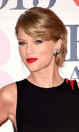 profile and biography of taylor swift taylor swift celebrity profile hollywood life