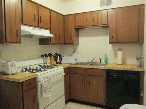 Rental Apartment Kitchen Makeover by 1000 Ideas About Apartment Kitchen Makeovers On