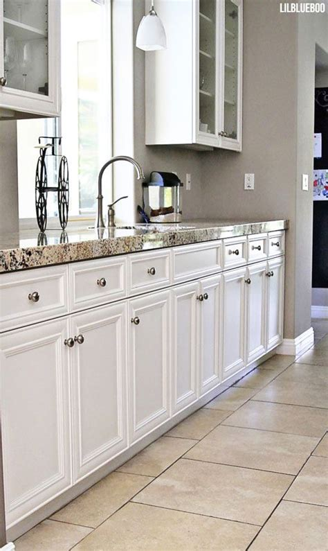 kitchen cabinet tiles best 25 kitchen colors ideas on pinterest kitchen paint