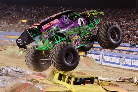pics of grave digger truck grave digger truck wallpaper 54 images
