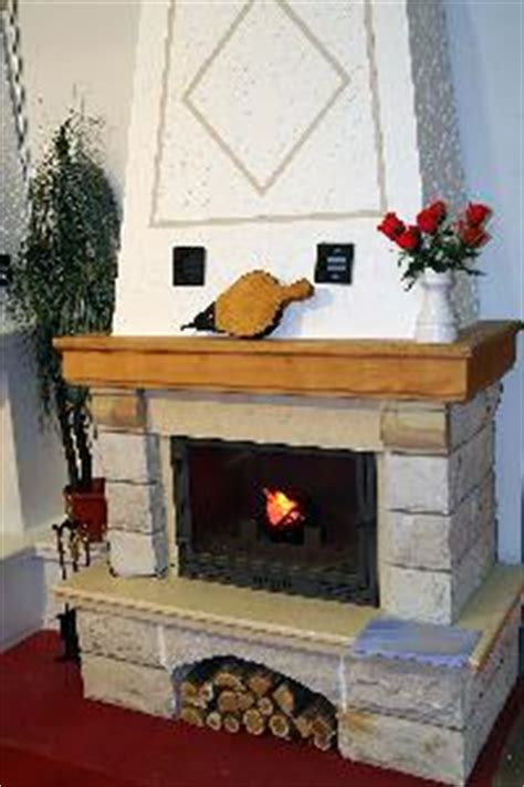 What To Put On Your Fireplace Mantel by Ideas For What To Put On A Fireplace Mantel Ehow Uk