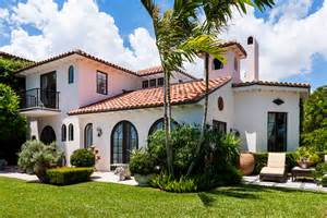 palm beach home builders tour the beach house renovation from hgtvs flip bright and