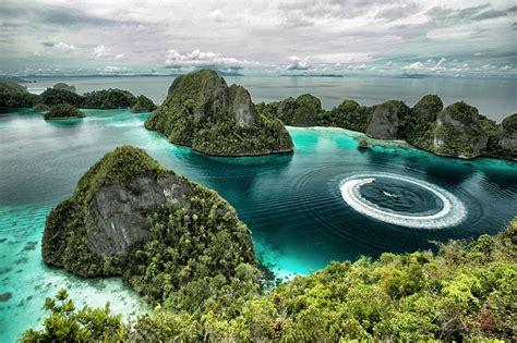 Wonderful World View: Around The World